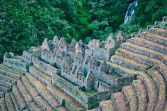 Fördärvar av en forntida stad på Inca Trail till Machu Picchu, Peru royaltyfri fotografi