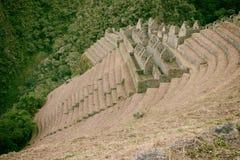 Fördärvar av en forntida stad på Inca Trail till Machu Picchu, Peru royaltyfria bilder