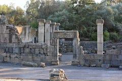 Fördärvar av en forntida synagoga i det arkeologiskt parkerar av Katz Arkivbild