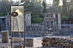 Fördärvar av en forntida synagoga i det arkeologiskt parkerar av Katz Arkivfoton