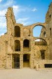Fördärvar av en gammal slott i söder av Italien Fotografering för Bildbyråer