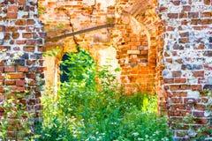 Fördärvar av en gammal 18th århundradehyresvärds hus arkivbild