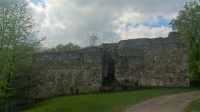 Fördärvar av en slottuppehälle på molnig dag stock video