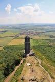 Fördärvar av en statlig slott som kallas Hazmburk fotografering för bildbyråer