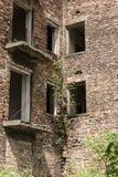 Fördärvar av ett övergett hus Arkivfoto