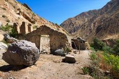 Fördärvar av ett övergett hus som är längst ner av den Colca kanjonen i den Arequipa departementen, sydliga Peru Arkivbilder
