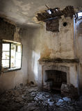 Fördärvar av ett övergett rum royaltyfri bild