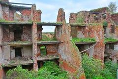 Fördärvar av fängelseceller i fästningen Oreshek nära Shlisselburg, Ryssland Arkivbild