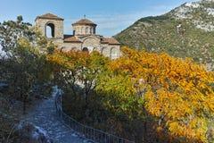 Fördärvar av fästning för Asen ` s och kyrka av den heliga modern av guden, Asenovgrad, Bulgarien Arkivfoto