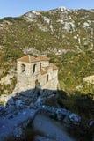 Fördärvar av fästning för Asen ` s och kyrka av den heliga modern av guden, Asenovgrad, Bulgarien Royaltyfria Bilder