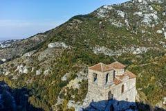Fördärvar av fästning för Asen ` s och kyrka av den heliga modern av guden, Asenovgrad, Bulgarien Royaltyfria Foton