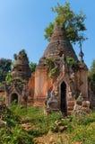 Fördärvar av forntida Burmese buddistiska pagoder Arkivfoto