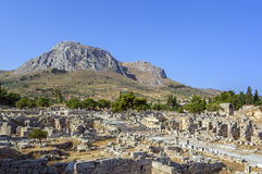 Fördärvar av forntida Corinth Royaltyfri Fotografi