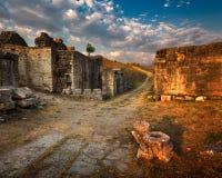 Fördärvar av forntida Roman City Salona som delas nära, Kroatien arkivbilder