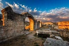 Fördärvar av forntida Roman Salona (Solin) nära splittring, Dalamatia Royaltyfri Fotografi