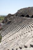 Fördärvar av forntida romersk amfiteater i sida Royaltyfri Bild