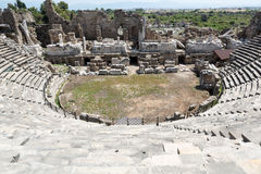 Fördärvar av forntida romersk amfiteater i sida Arkivbild