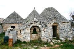 Fördärvar av forntida Trulli royaltyfri fotografi