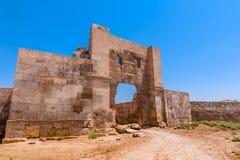 Fördärvar av forntida väggar på Harran i Sanliurfa, Turkiet arkivfoto