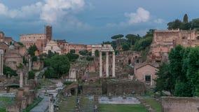 Fördärvar av forum Romanum på Capitolium kulledag till natttimelapse i Rome, Italien stock video