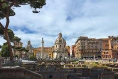 Fördärvar av forumet av Trajan i Rome, Italien Royaltyfri Foto