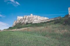 fördärvar av gammal övergiven slott i Slovakien - retro blick för tappning arkivbild