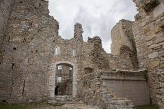 Fördärvar av gammal medeltida slott av Bargeme i Provence Frankrike Royaltyfri Fotografi