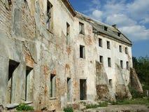 Fördärvar av gammal slott i Carpathian berg Royaltyfria Foton