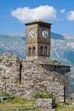 Fördärvar av gammal slott i Gjirokaster, Albanien Arkivfoto