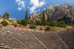 Fördärvar av gammalgrekiskastaden av Delphi (Delfi), Grekland Royaltyfri Foto