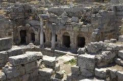 Fördärvar av historiska forntida Corinth Royaltyfri Fotografi