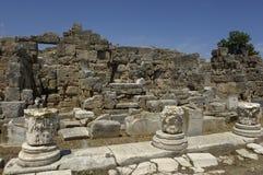 Fördärvar av historiska forntida Corinth Royaltyfria Bilder