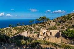 Fördärvar av klosterLaTrapa på GR 221, Mallorca, Spanien Royaltyfri Bild