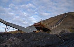 Fördärvar av kolgruva i Longyearbyen Arkivfoton