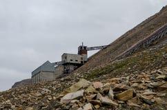 Fördärvar av kolgruva i Longyearbyen Arkivbilder