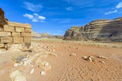 Fördärvar av Lawrence av det Arabia's huset i Wadi Rum royaltyfri bild