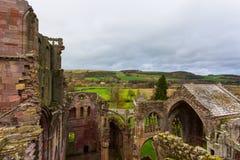 Fördärvar av Melroseabbotskloster i skottegränsregionen i Scotlan Arkivfoto