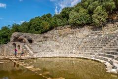 Fördärvar av ncient Roman Theater i Butrint Royaltyfria Bilder