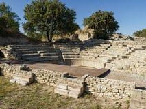 Fördärvar av Odeon och Bouleuterion i den forntida Troy staden, Canakkale, Turkiet royaltyfri foto