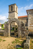 Fördärvar av Paco DOS Condes och den Matriz kyrkan i Barcelos, Portugal Royaltyfri Fotografi