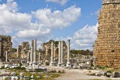 Fördärvar av Perge en forntida Anatolian stad i Turkiet Royaltyfri Bild