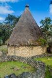 Fördärvar av runda hus av Kuelap, förstörd citadellstad av kultur för den Chachapoyas molnskogen i berg av nordligt per royaltyfri fotografi