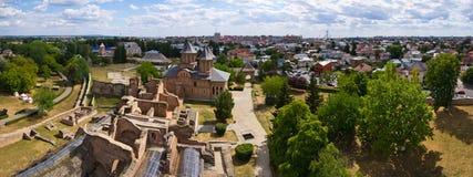 Fördärvar av slott i Targoviste, Rumänien Arkivbild
