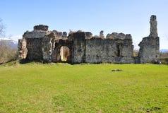Fördärvar av slotten av de Abkhazian prinsarna Shervashidze - Chachba Byn av Lykhny, Abchazien Royaltyfri Bild