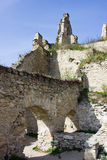 Fördärvar av slotten i den medeltida byn av Durnstein royaltyfri bild