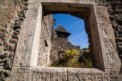 Fördärvar av slotten Nevytske i Transcarpathian region Uzhgorod foto Nevitsky slott som byggs i det 13th århundradet ukraine Fotografering för Bildbyråer