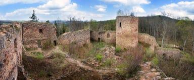 Fördärvar av slotten Valdek i Tjeckien Arkivbilder