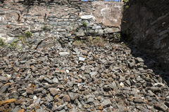 Fördärvar av stenväggen nära gammalt maler, Rockville, Connecticut Arkivfoton