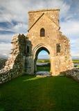 Fördärvar av talarkonst av den helgonMolaise abbotskloster på den Devenish ön royaltyfri bild