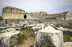 Fördärvar av teater Miletus för den forntida staden royaltyfri bild